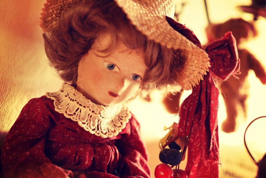 Die Puppe mit Hut