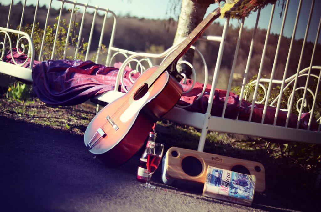 Medicus Bett Gitarre