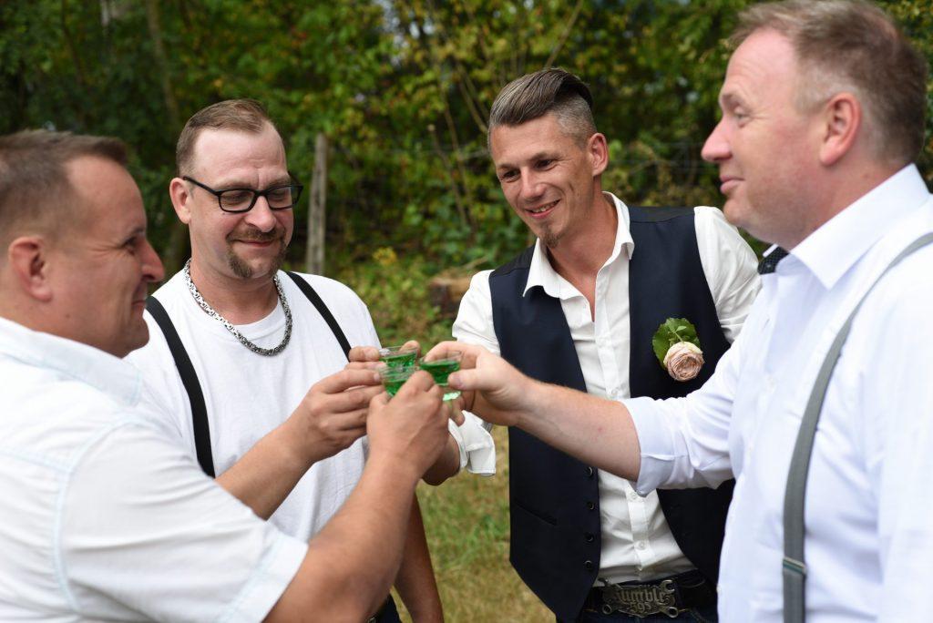 Platz Hochzeit trinken